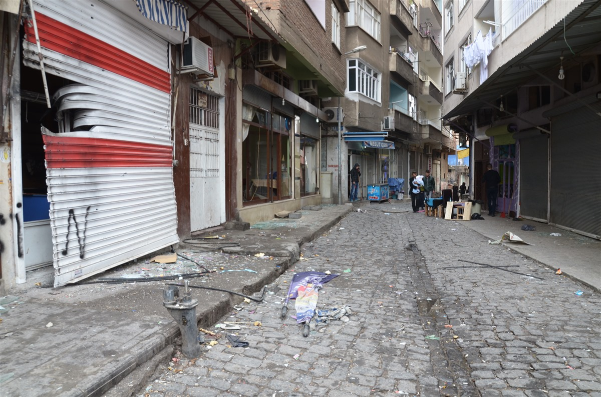 Curfew lifted but attacks continue in Suriçi where Elçi was killed