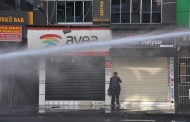 Police attack Amed people marching to Sur
