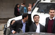 Police attack Demirtaş and delegation accompanying him in Cizre
