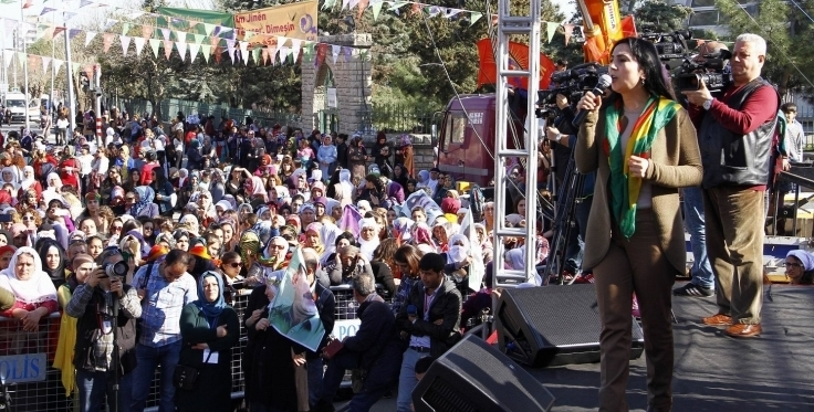 Thousands of women march in Amed to mark March 8